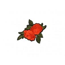 applicatie geborduurde rode bloemen met groen blad