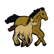 applicatie paard en veulen bruin