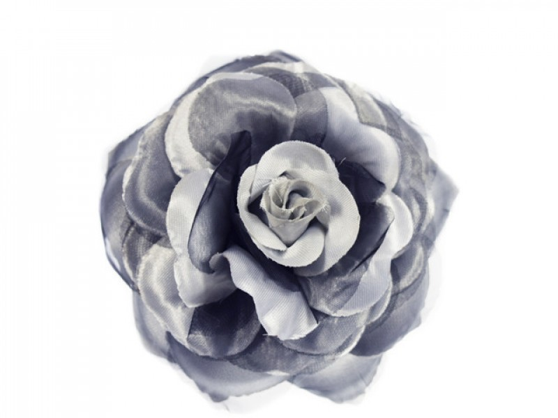 bloem corsage met organza bladeren lichtgrijs zwart