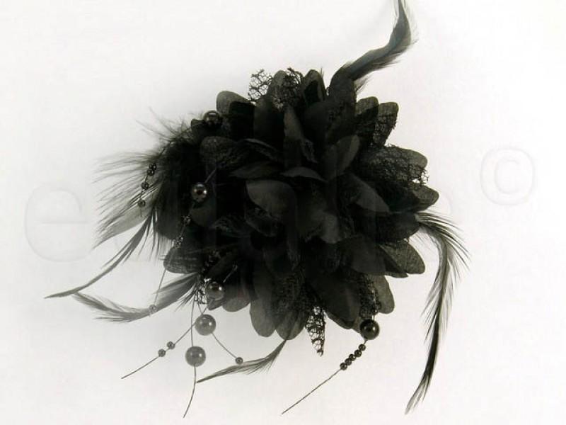 bloem corsage met parels zwart