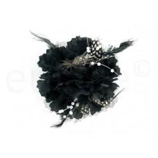 bloem corsage met witte parels en veertjes zwart