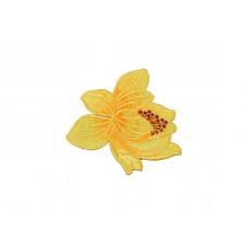 bloem patch lichtgeel