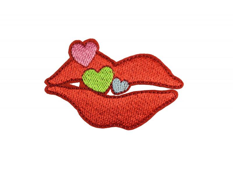 kus rode lippen met hartjes applicatie