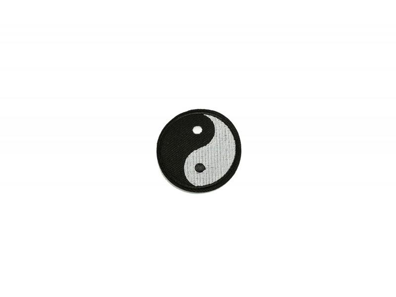ying yang embleem opstrijkbaar zwart wit 5.5 cm